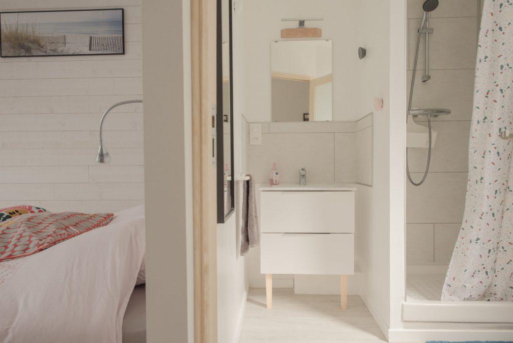 salle de bain chambre lumineuse